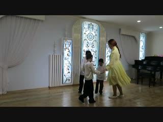Семья Матвеевых с танцевальной композицией