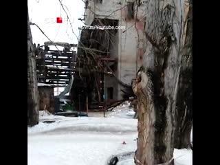 В Березниках упал автокран