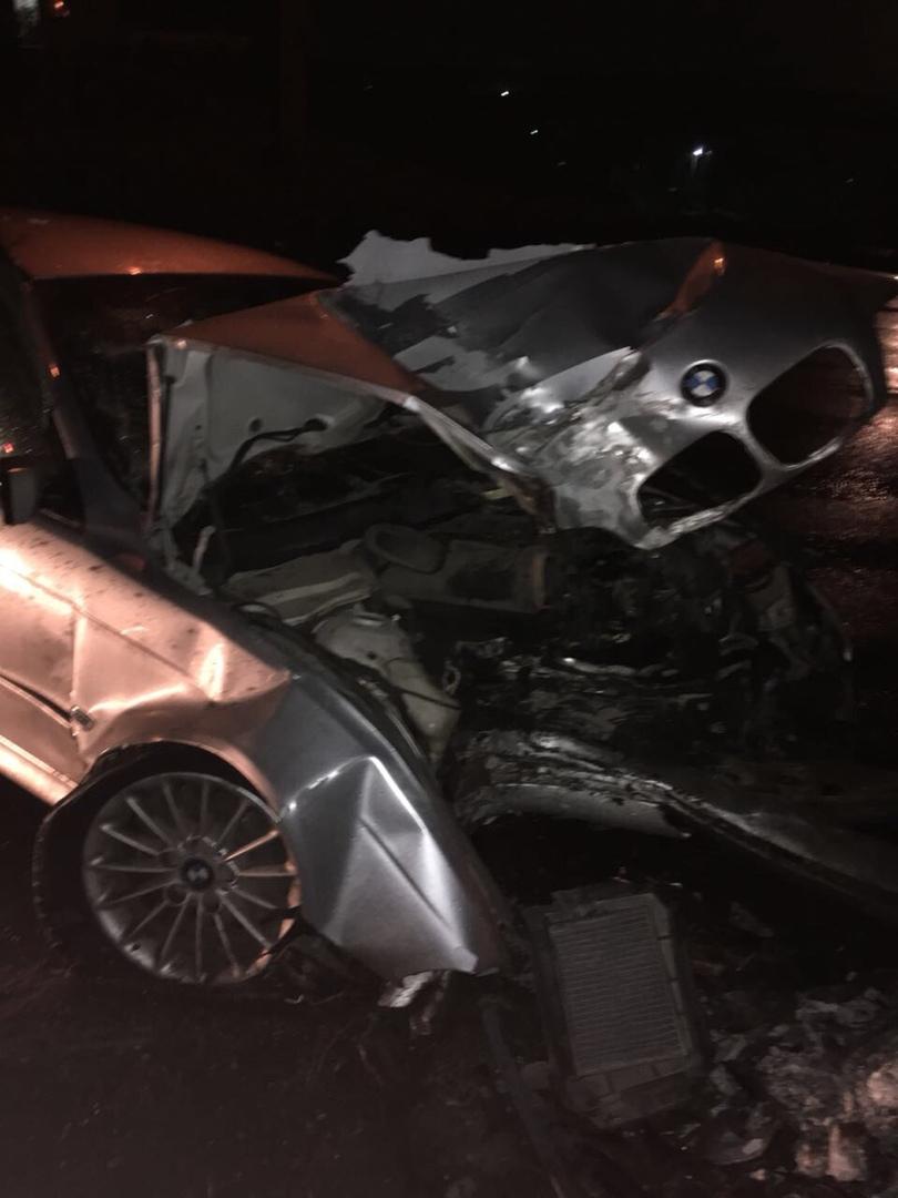 В Барнауле в ночь на понедельник автомобиль BMW разбился «всмятку»