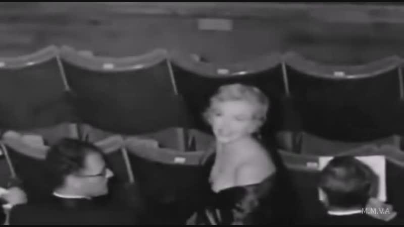 Мэрилин Монро и Артур Миллер на премьере пьессы Вид с моста, 1956 год