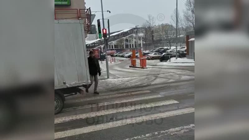 Светофор около ТЦ Союзный