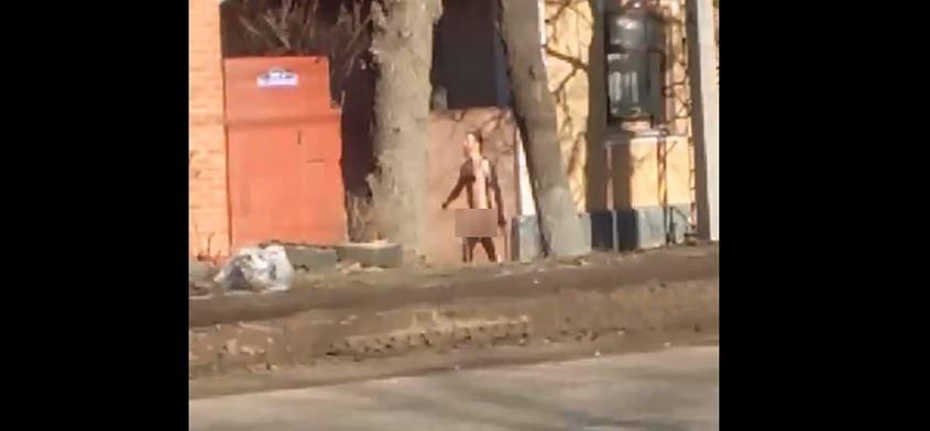 многим девочкам, голый мужик на улице видео пофигисты торт всего года