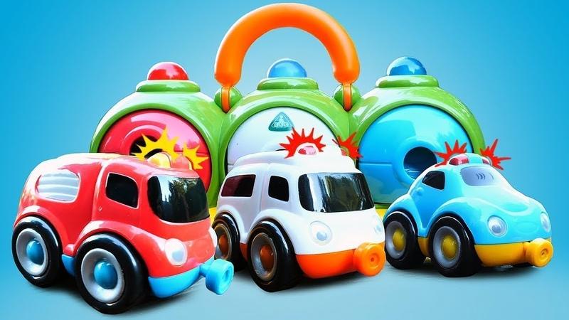 Video e giochi per bambini con giocattoli. Il camioncino giocattolo. Le macchinine di servizio.