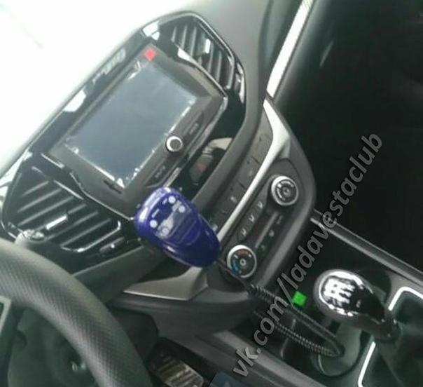 Гаишники пересаживаются на Ладу Весту Спор. В сети появился снимок Lada Vesta Sport, на кузов которой нанесена раскраска российской полиции.Напомним, что седан Lada Vesta Sport способен
