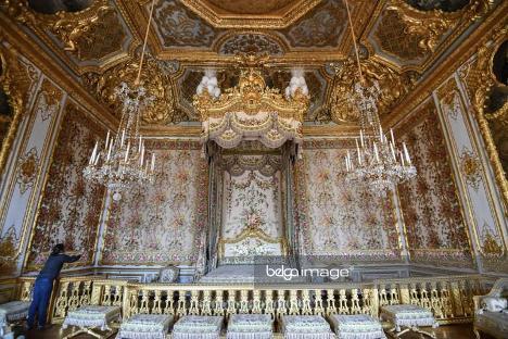 Версаль. Комнаты королевы Марии-Антуанетты. Комнаты королевы Марии-Антуанетты (1755-1793) в Версальском дворце снова будут открыты для публики после трех лет реставрации. Бюст последней