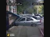 Иномарка протаранила здание на Р. Люксембург - Свердлова 06 11 18 Армавир (ДТП)