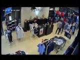 На связи доброжелательный город Махачкала. В ТЦ в магазин одежды пришёл недовольный качеством купленной одежды клиент и очень шу
