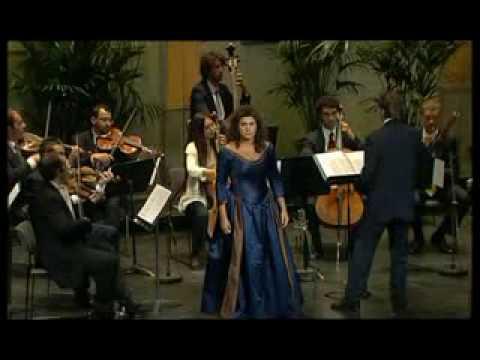 Vivaldi - Agitata da due venti (Cecilia Bartoli)