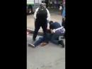 Italie Intervention de la police ,migrant Africains armé d'un couteau.