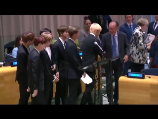 THEY REALLY DID PEACE SIGNS WITH THE LEADER OF THE WORLD BANK IM SAHDFJKJSDK -