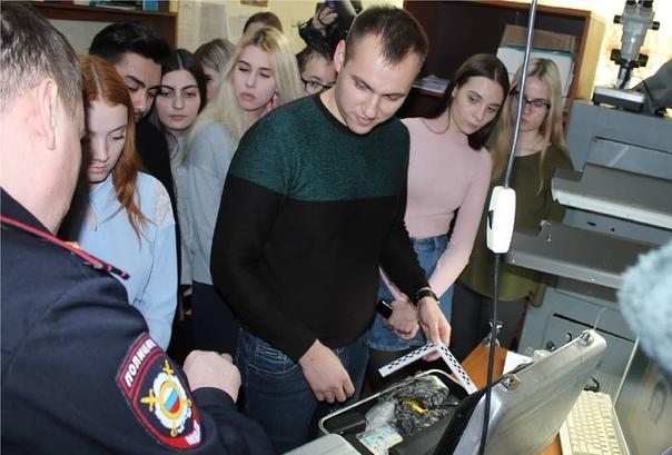 В Усть-Илимске полицейские рассказали студентам об особенностях службы