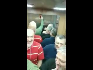 Грузины застряли в лифте