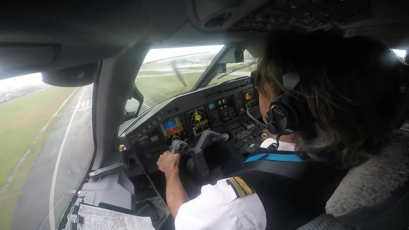 Crazy approach in Bilbao (Spain). Cockpit view. BRUNO THUNDERSTORM.