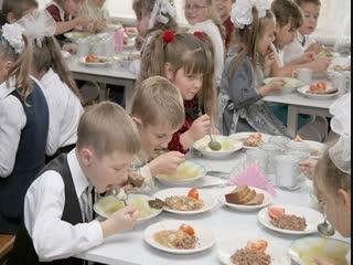 Детей из обеспеченных и малоимущих семей кормят по-разному!