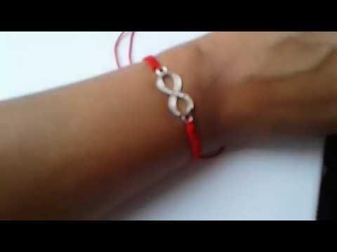Плетенный браслет из красной нити
