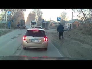 Бетонные плиты упали на пассажирский автобус в Новосибирске