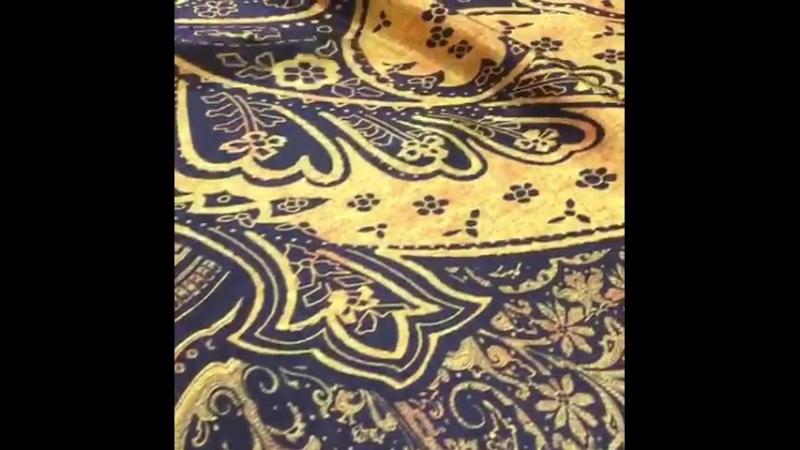 Итальянский шелковый атлас, дизайн ETRO, рисунок - желтые огурцы на синем фоне. ⭐️ширина: 140см ⭐️состав: шелк 96%, эластан 4% ⭐