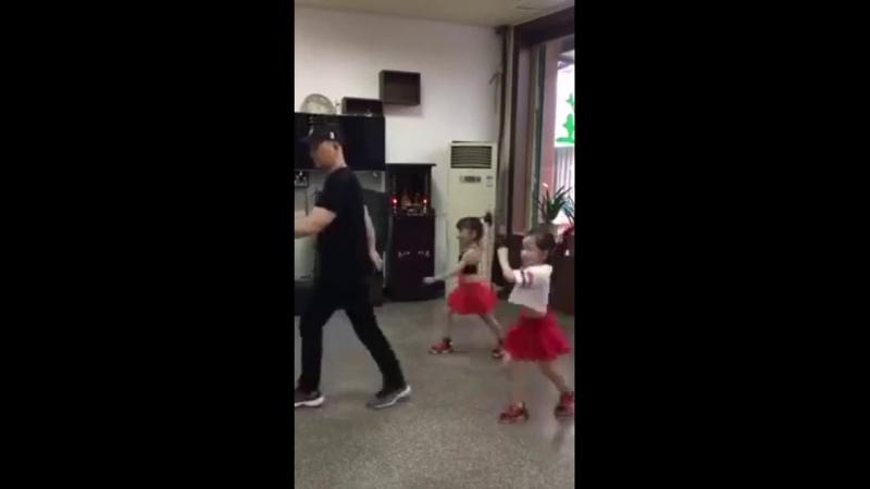 папа танцует с двумя дочками DMX – Party Up In Here полная версия песни