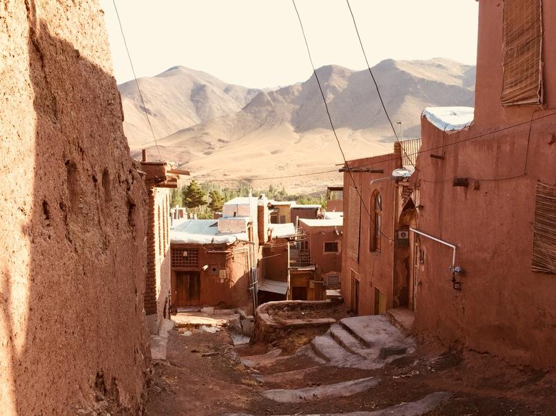 Деревня Абияне на склоне горы