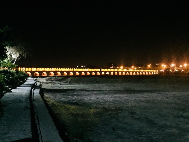 мост Si-o-Se Pol через пересохшую реку