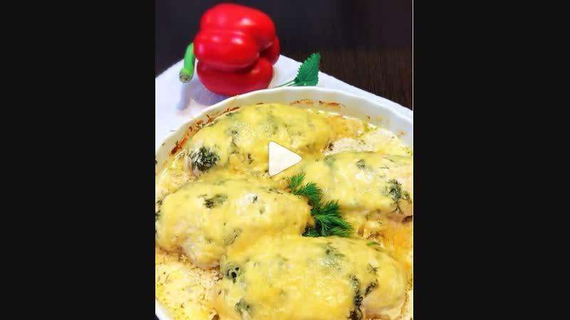 Курочка в сметанно-чесночном соусе (ингредиенты указаны в описании видео)