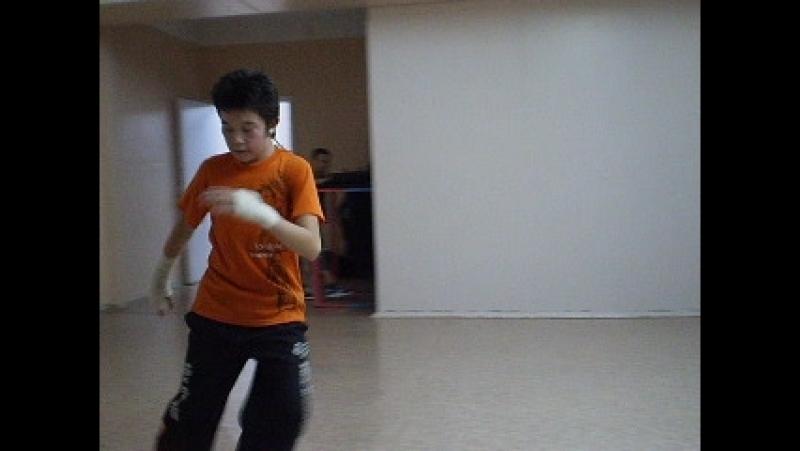 Архив т\о СТЭМ 2009.Тренировка по брейк дансу -Тимур