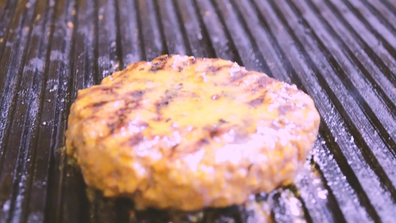 Бифштекс из мраморной говядины с соусом барбекю и гарниром из картофельного пюре