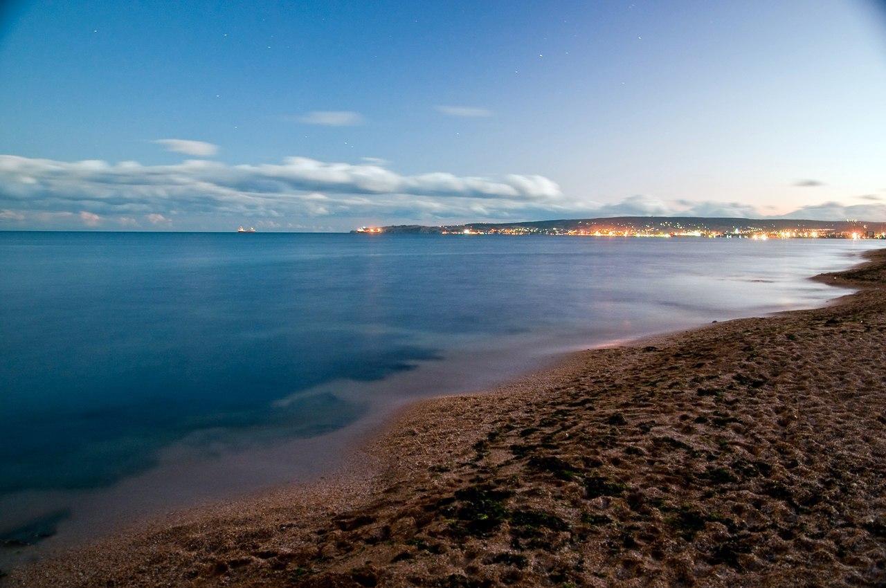 Золотой пляж ночью