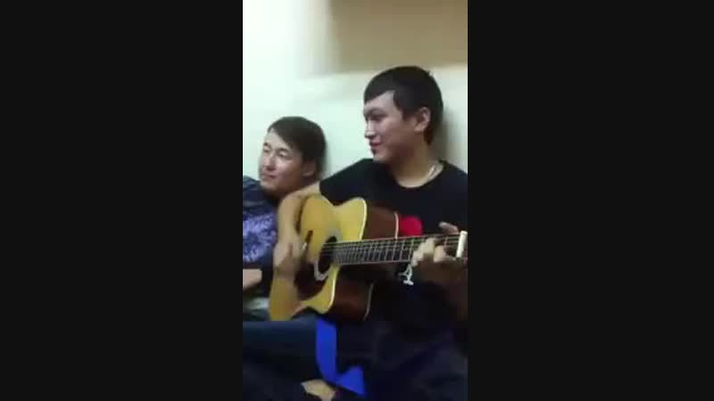 Марат Тынышкалиев - Қыздар ай (казахские песни под гитару).mp4