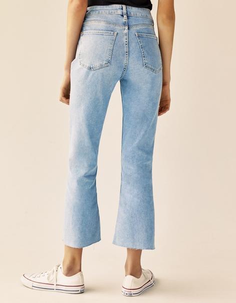 Расклешенные джинсы
