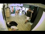 Камера в магазине, девушка переодевается_4