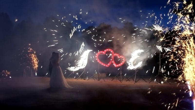 Горящие буквы, дорожка из фонтанов, вертушки и фейерверк на свадьбу