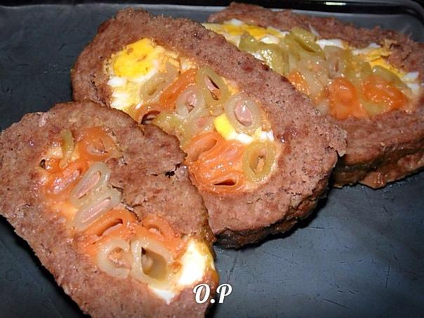 Мясной рулет с сыром и макаронами