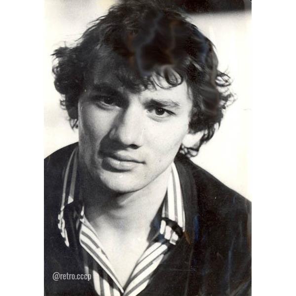 Николай Фоменко, сегодня его день рождения 10 фото в детстве и молодости Кто он для вас больше - актер, певец, шоумен, автогонщик, режиссер, или бизнесмен .Спасибо за и подписку.Одним из