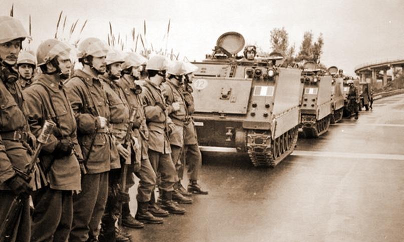 Бронетранспортёры итальянской армии в Реджо-ди-Калабрия