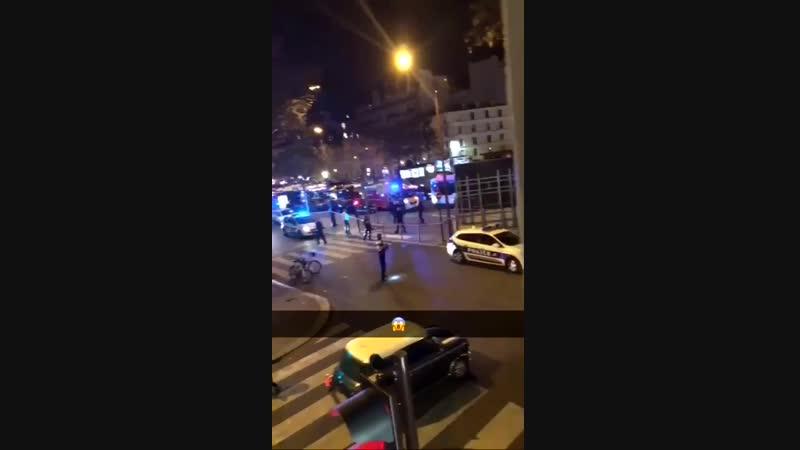 Fusillade ce soir a Neuilly sur Seine avenue Charles de Gaulle : 2personnes sur un Tmax ont tué le chauffeur d'une Porsche