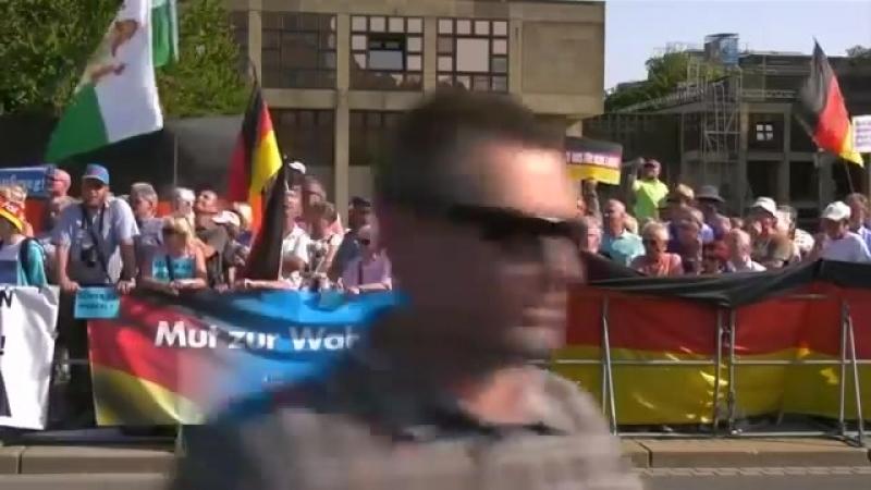 Angemessener Empfang für Merkel in Dresden.mp4