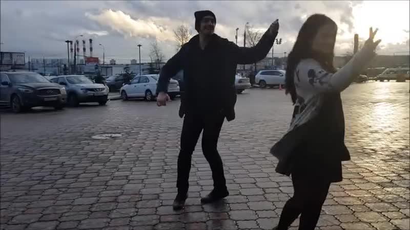ДЕВУШКА ТАНЦУЕТ ОЧЕНЬ КРАСИВО С ДЖИГИТОМ В МОСКВЕ 2018 ALISHKA AIDA ЧЕЧЕНСКАЯ ПЕ