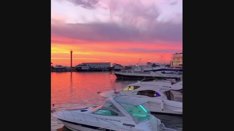 Волшебный закат в порту 🌅 😍