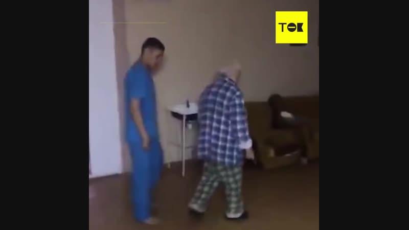 Санитары психбольницы сняли на видео издевательства над пациентом ¦ ТОК