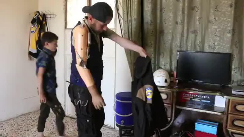 Мохаммад аль-Касим, работник Гражданской обороны и отец 6 детей, потерявший руку