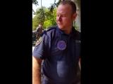 Дятел долбит полицейского