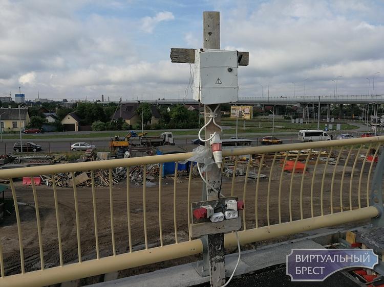 """Загадочный """"крест"""" на Западном обходе Бреста взбудоражил пользователей соцсетей"""