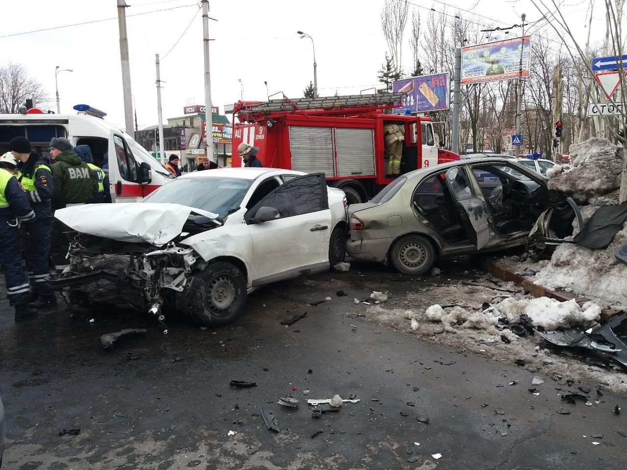 Боевики устроили в Донецке жесткое ДТП (фото)