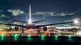 Ночной полет самолета над городом вид из кабины пилотов Самолета. Night flight of an airplane.