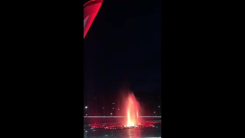 Олимпийский Парк . Поющие фонтаны Show must go on (720p).mp4