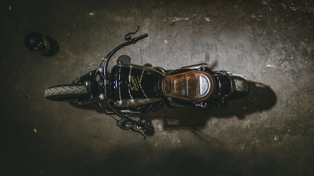 Gasoline Motor Co.: боббер Triumph Rocket III