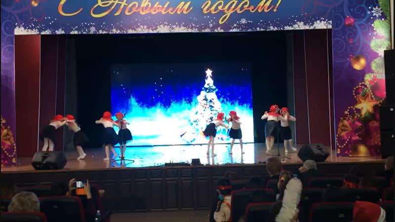 КВНом от школы выступали 😎 финские сплетницы