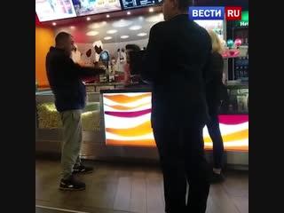 С какого перепуга я должен смотреть рекламу?: возмущения мужчины в кинотеатре сняли на видео