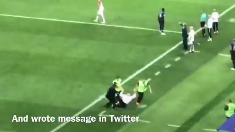 Переодетые в ментов Pussy Riot выбежали на поле и испортили хуйлу праздник футбола